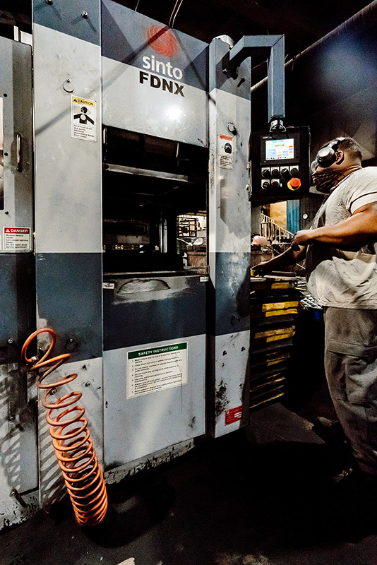 ERMAK technician working the Sinto FDNX at Ermak Foundry